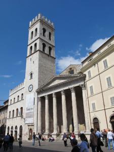 Assisi,_tempio_di_minerva_02
